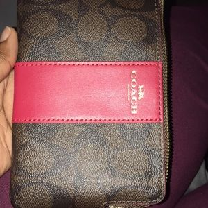 This a brand new coach wristlet
